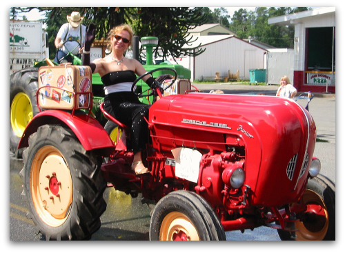 strawberry fest fancy tractor Vashon Strawberry Festival: Whats Not to Love?