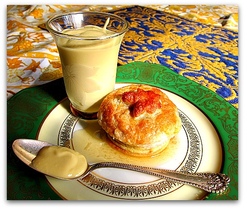 apple dumplings creme anglaise Apple Dumpling Recipe: Comfort Food With a Cap